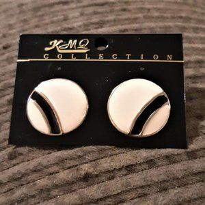 Vintage white round stud earrings with  strips